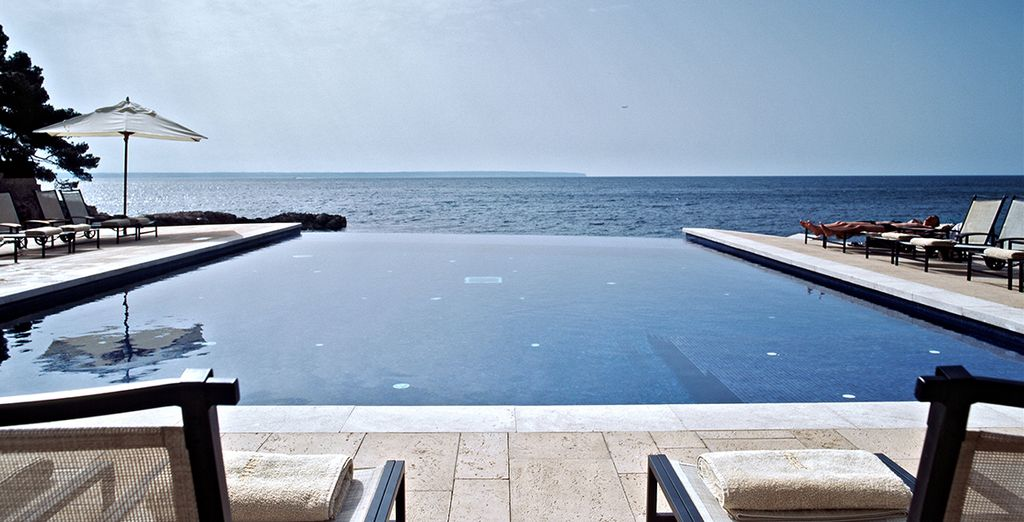 Take in these panoramic views of the Mediterranean from the infinity pool