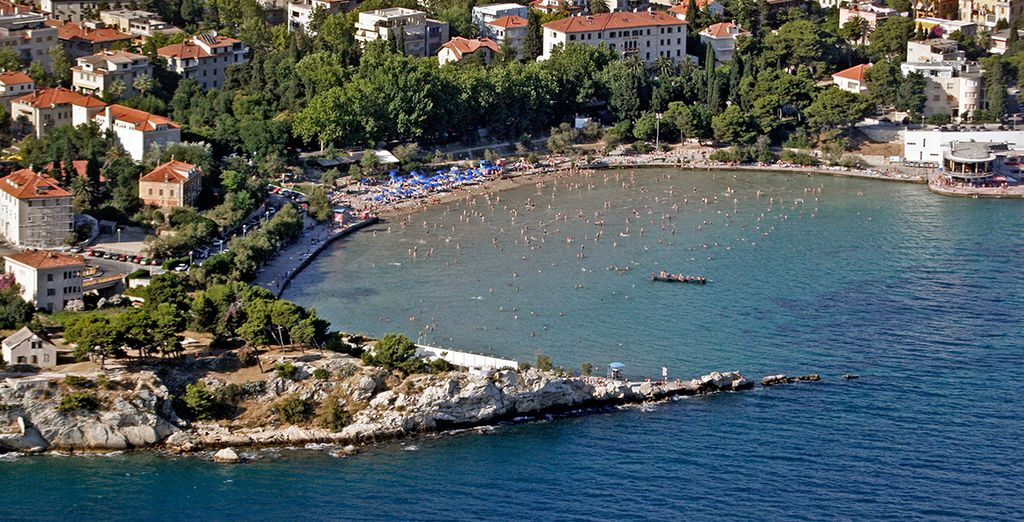 Or to nearby Bacvice beach