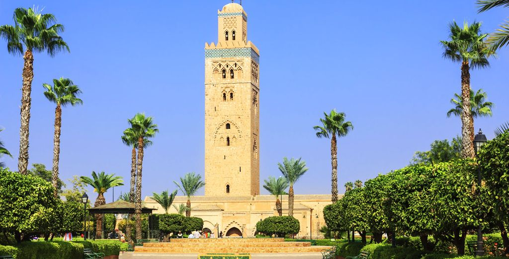 Or take the direction of Medina, following the gaze majestic Koutoubia