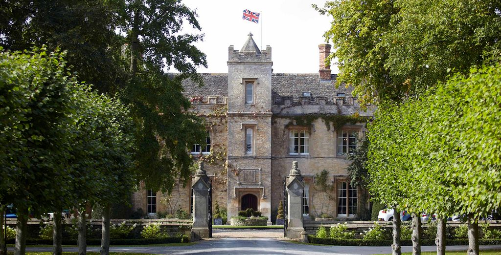 Drive down a tree-lined private road - The Manor at Weston-on-the-Green 4* Oxford