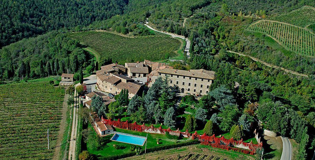 Discover the beauty of Tuscany - Agriturismo Borgo Castelvecchi Historical Mansion  Siena