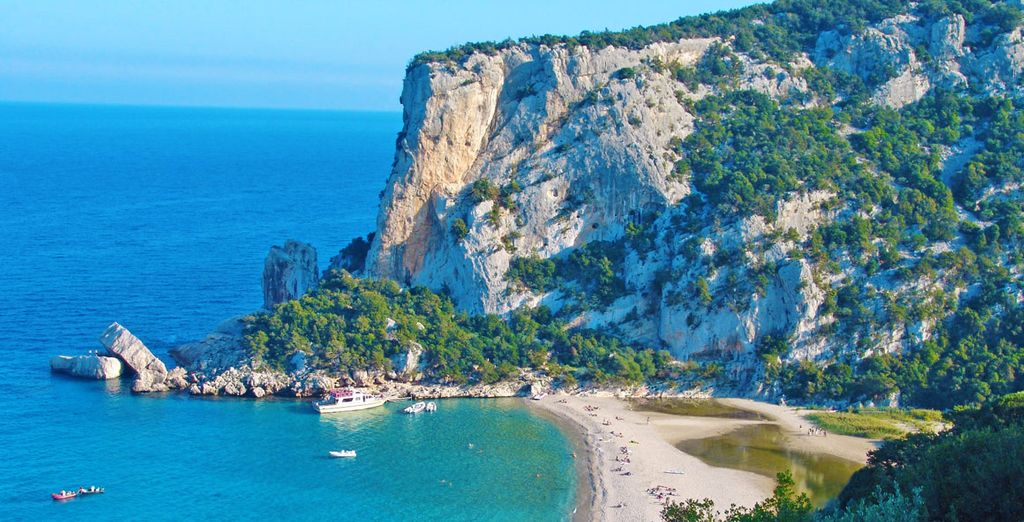 Retreat to the coast - Hotel Brancamaria 4* Dorgali