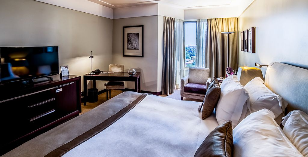 Stay in a Superior Room - Crowne Plaza Porto 5* Porto