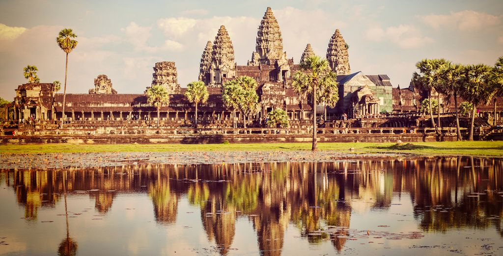 This tour will take you to sights such as Angkor Wat, the centre of Cambodia's tradition