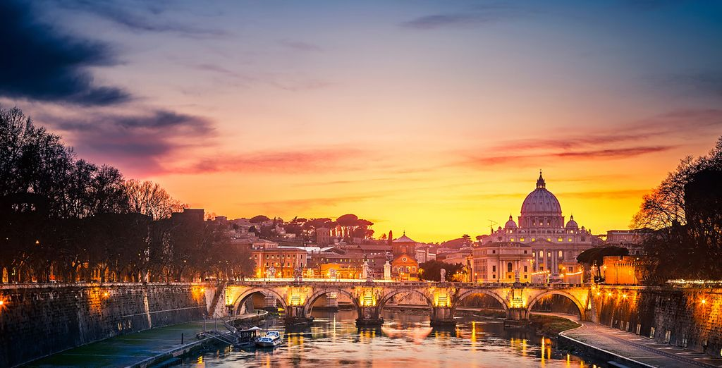 Take a stroll by the Tiber River for the perfect end to your day
