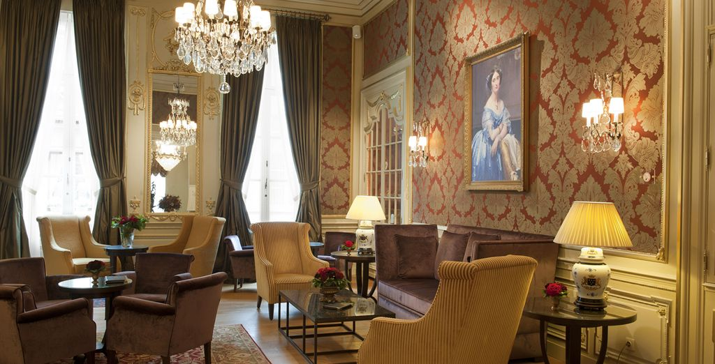 In the evening, return to the grand tranquility of the hotel surroundings