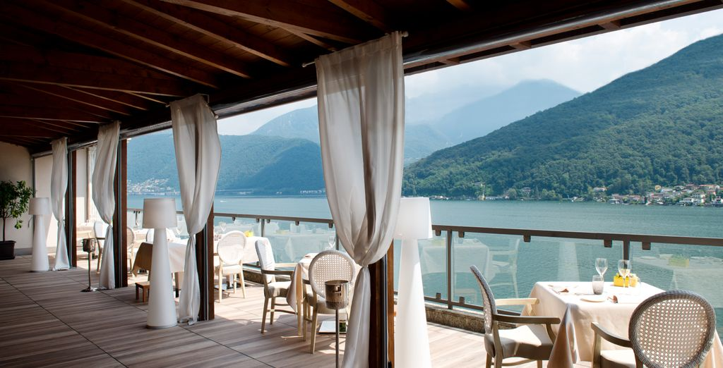 The hotel have two restaurants, both with stunning lake views!