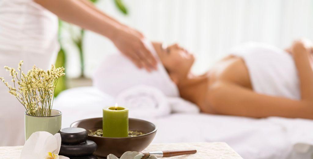 Enjoy the leisure club's sauna, steam room and beauty treatments