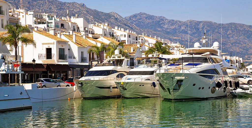 Just 15 minutes drive from glamorous Puerto Banus