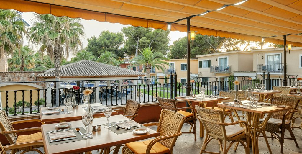 Make a stop in the shaded terrace ...