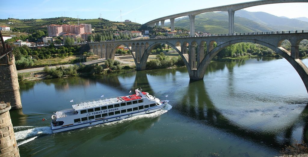 Embark on a 6 Bridges Cruise in Porto with a wine tasting session