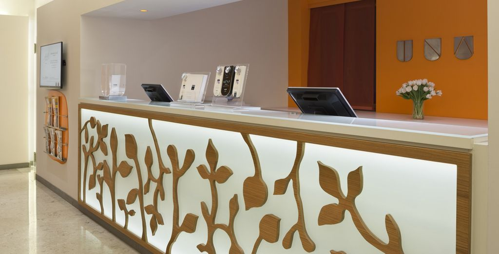 Enter the doors of the hotel Una Mediterraneo 4 *