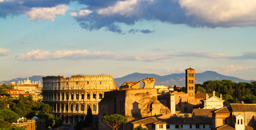 The hotel is right in the city centre, just 10 minutes stroll from the Coliseum