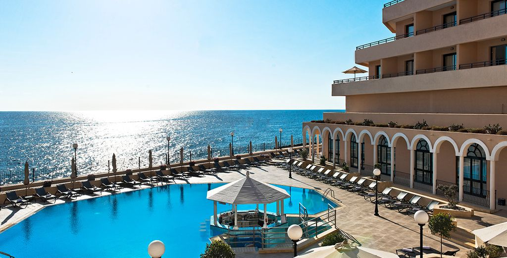 With its stunning Mediterranean backdrop, this is a great choice for a luxury break