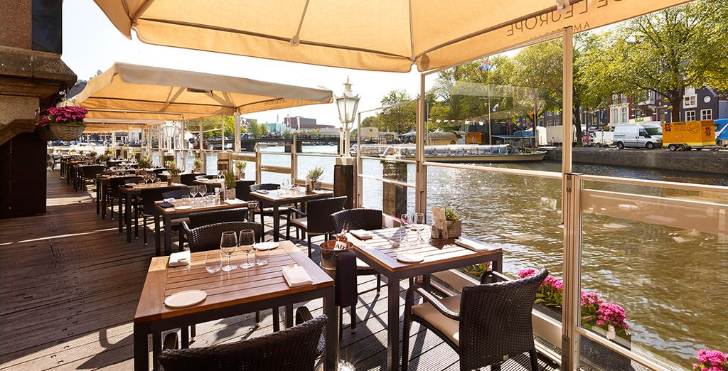 Enjoy Dutch dishes at the waterfront