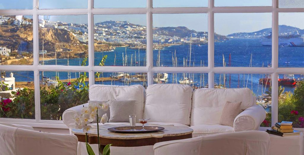 You are just 2km from cosmopolitan Mykonos town