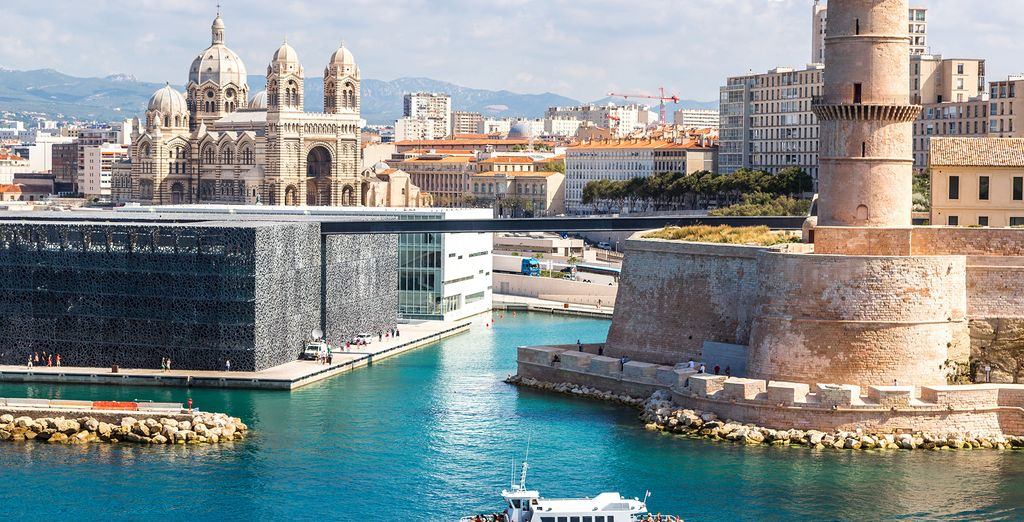 Find the perfect hotel to discover the city of Marseille