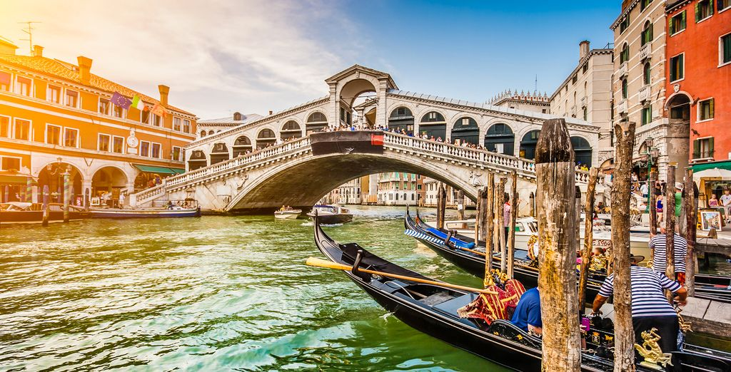 Just 5 minutes from the famed Rialto Bridge