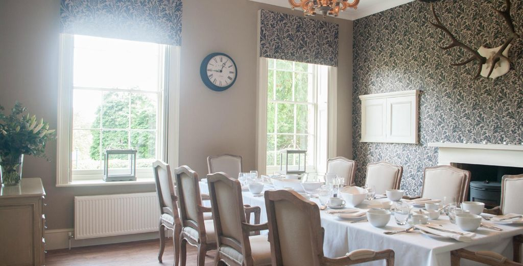 Take your breakfast in Courthouse Country House's elegantly designed breakfast room