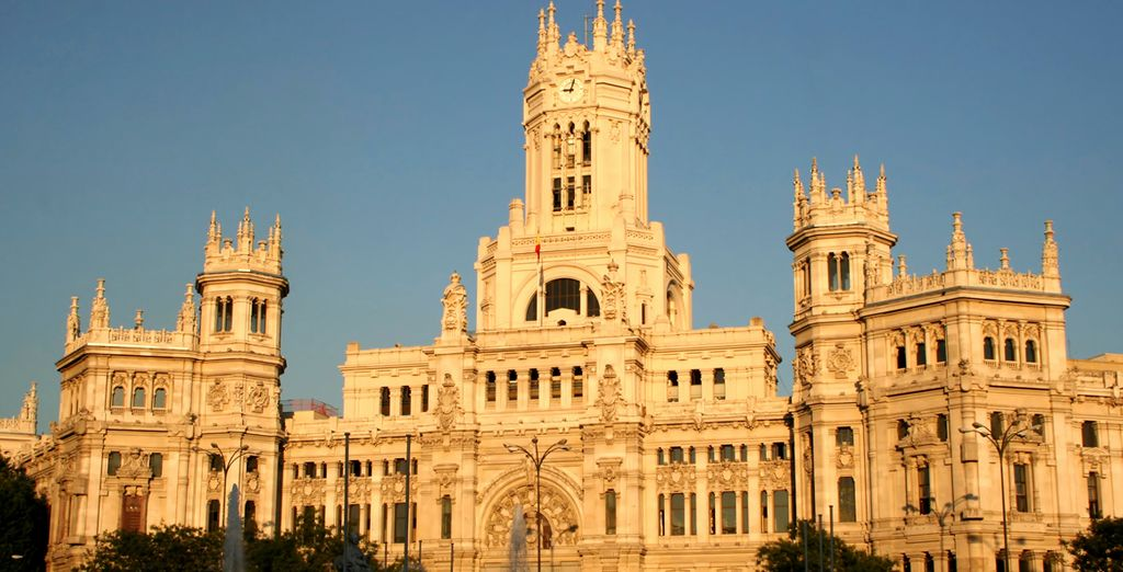 Explore Madrid and its iconic monuments
