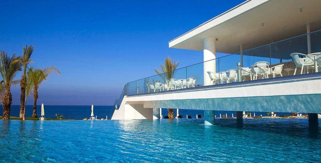 King Evelthon Beach Hotel Resort 5* - Resort Hotel in Naples