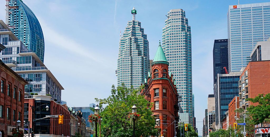 Find the best hotel to discover all the wonders of Toronto