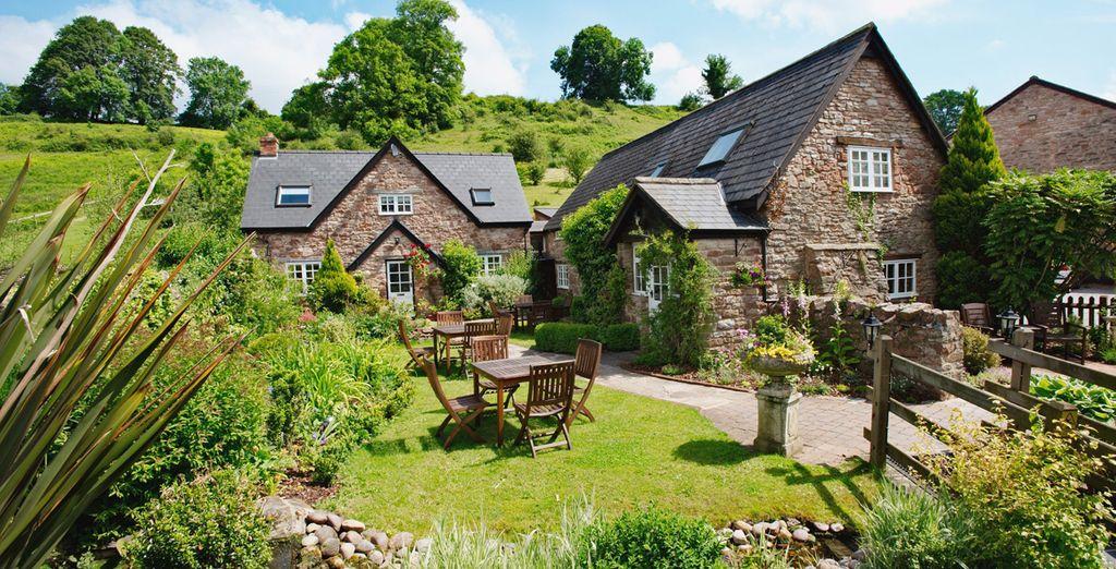 Tudor Farmhouse Hotel 3*