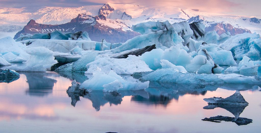 Discover the glorious natural wonders of Iceland - Adventurous Iceland Tour 3* Reykjavik