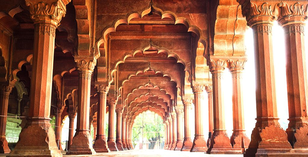 Roam through iconic sights such as the Red Fort...