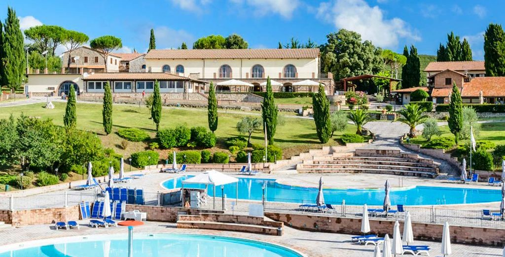 This property features a wellness and fitness centre and 3 outdoor pools