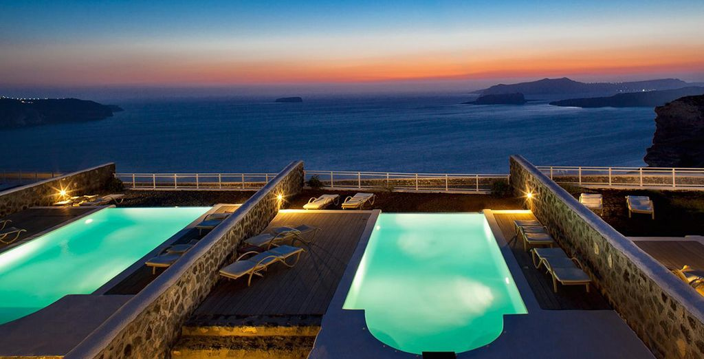 Watch the sunset over Santorini - Thermes Luxury Villas***** - Santorini - Greece Santorini