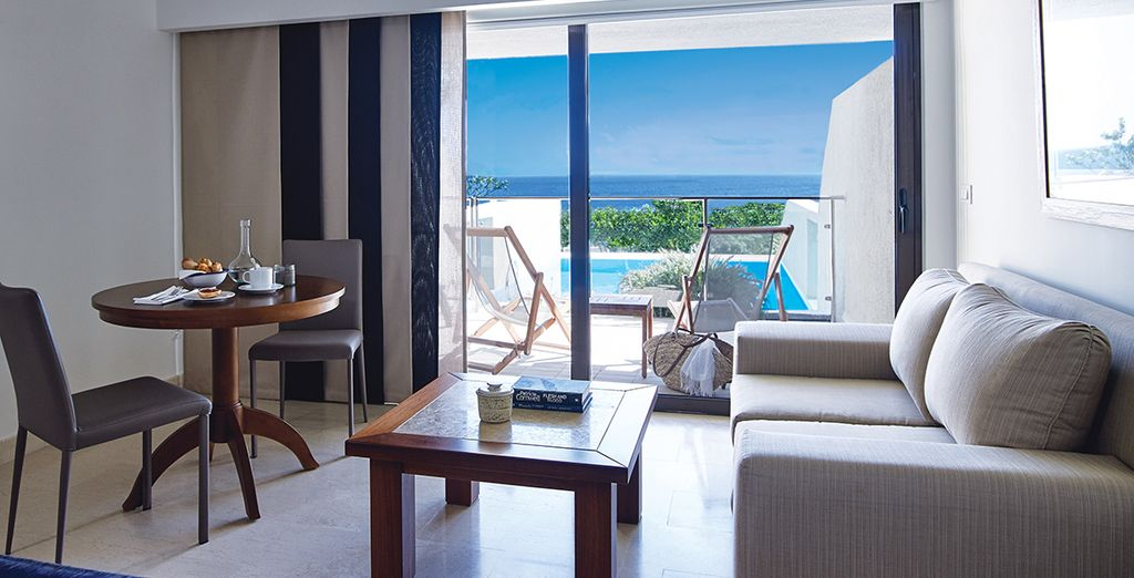 Or a Sea View Superior Room with Individual pool