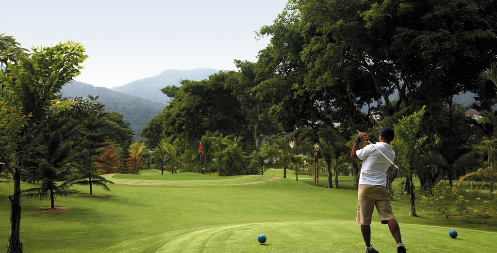 Practice your swing on the sprawling golf plains