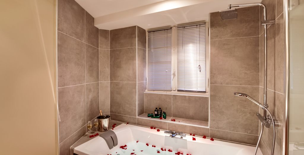 A elegant bathroom