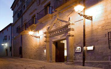 NH Palacio de Santa Marta 4*
