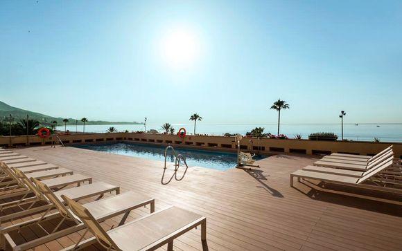 Relax frente a la playa de Los Boliches en media pensión