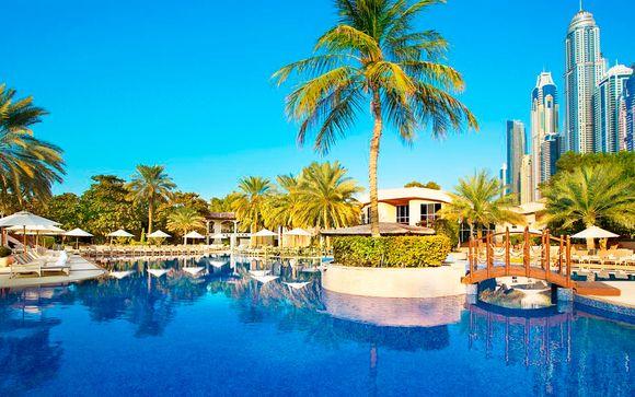 Lujo junto a la playa de Jumeirah y vuelos con Emirates
