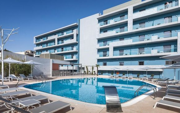 Blue Lagoon City Hotel 4*