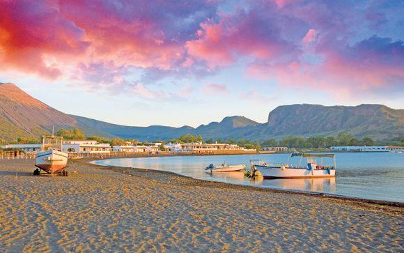Tour tra le bellezze delle Isole Eolie in 4*
