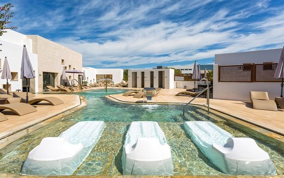 Complex Grand Palladium Palace Ibiza & White Island Ibiza Resort & Spa