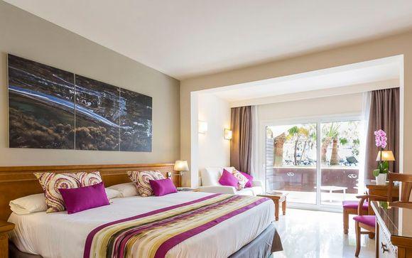 Complex Grand Palladium Palace Ibiza & White Island Ibiza Resort & Spa
