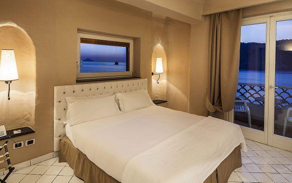 Aprite le porte del Therasia Resort Sea & Spa 5*