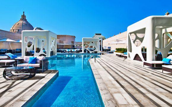 V Hotel Dubai, Curio Collection by Hilton 5* & spettacolo La Perle