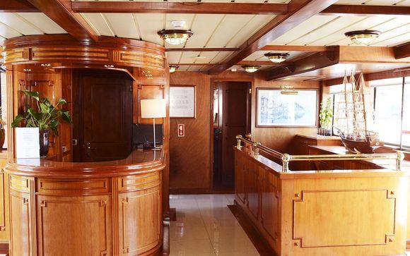 Invicta Ribeira Boat Hotel 3*