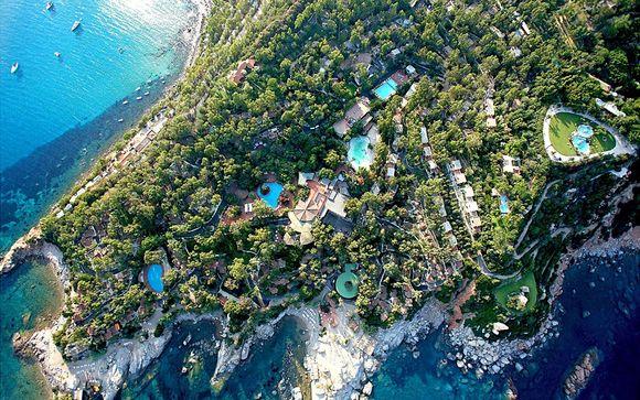 Sumptuous Sun-Soaked Resort in Spellbinding Location