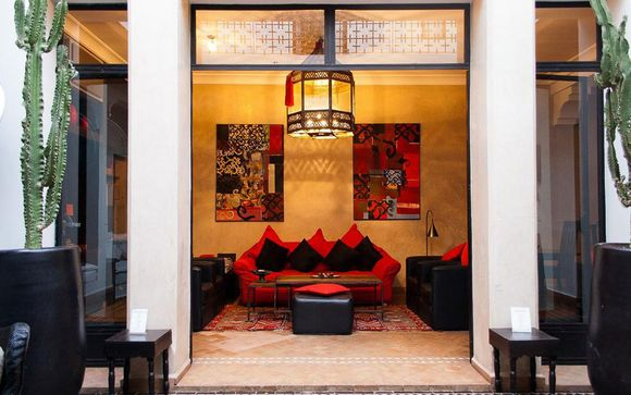 Central Riad with Outdoor Pool