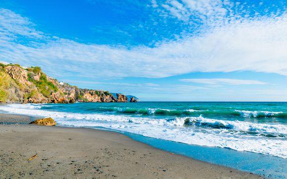 Nerja, en la Costa del Sol, te espera