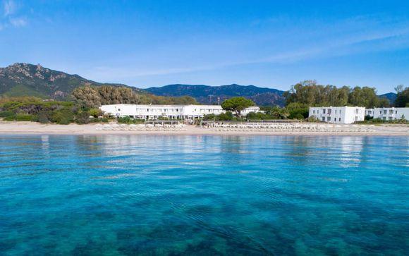 Resort fronte mare con spiaggia privata, colazione inclusa