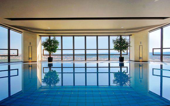 Spa con vista sulla città in un hotel di lusso