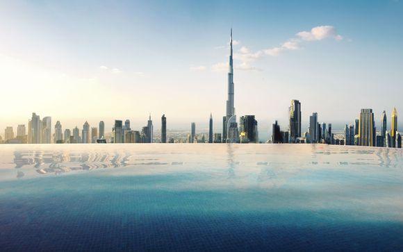 Soggiorno sontuoso in una posizione eccellente con una splendida piscina infinita al 75° piano